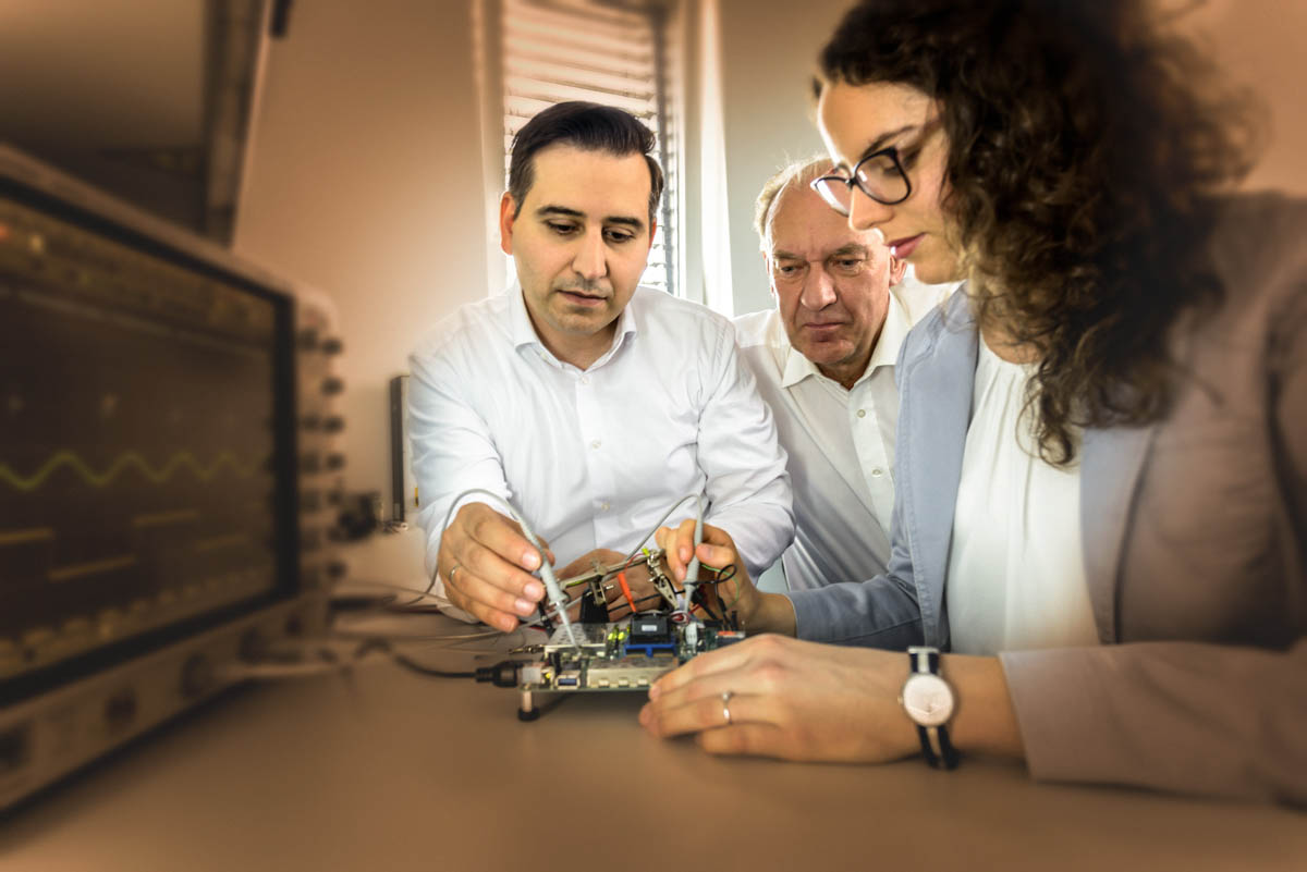 Our diverse and agile team is working on highly complex ICs and FGPAs in technical ESD laboratories for the development and testing of prototypes. The management processes include the whole development process of ICs and FPGAs from the idea to series production. Our microelectronic development covers the whole range of automotive, industry, consumer and IoT applications.