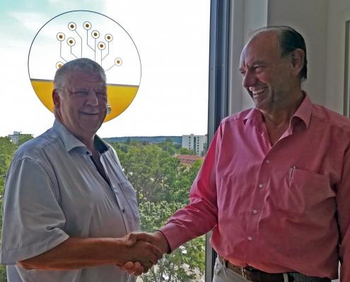 Uwe Zelt, leitender Auditor des TÜV SÜD, während seines Besuches bei B-Horizon mit dem Qualitätsleiter, Bernhard Pohl. Die hohen Ansprüche des Qualitätsmanagements von B-Horizon werden vom TÜV Süd durch ein erfolgreiches Überprüfungsaudit gemäß DIN EN ISO 9001:2015 bestätigt. Der leitende Prüfer des TÜV SÜD, Uwe Zelt, besuchte dazu das Unternehmen und bestätigte die erfolgreiche und kontinuierliche Umsetzung in vollem Umfang.